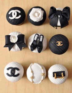 Cupcakes from thebagsandshoessisters.com